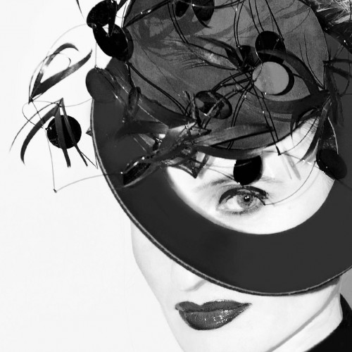 Birgit Sophie Metzger - headpiece black and white