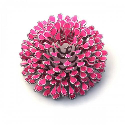 Miriam Hiller - brooch bovenas pink