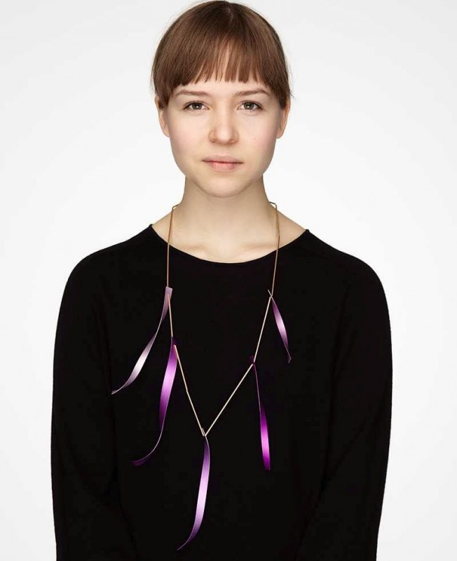 Karin Johansson - Alva with necklace soundtrack